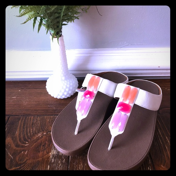 """3020d80e3a8521 NWT Fitflop """"Sweetie Toe Post"""" White Sandals Sz 9"""